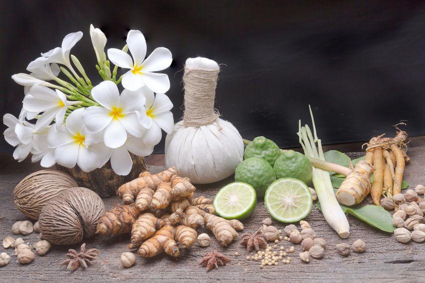 Masaż stemplami ziołowymi